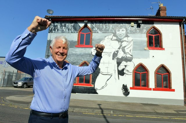 Jimmy Montgomery checking out the mural in his honour on the side of The Times Inn in Southwick