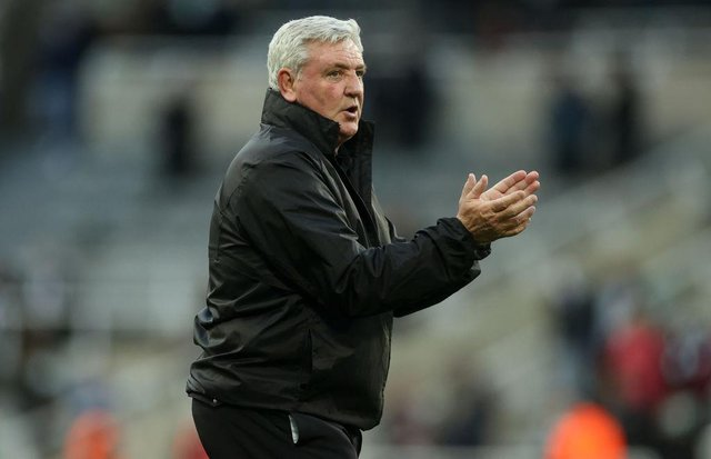 Steve Bruce applauds fans after the game.