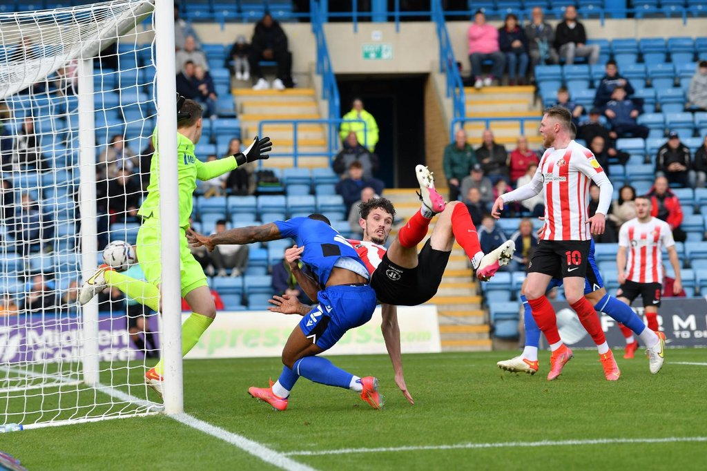 Sunderland fans react to 'HUGE win' over Gillingham in League One as Elliot Embleton is sent off