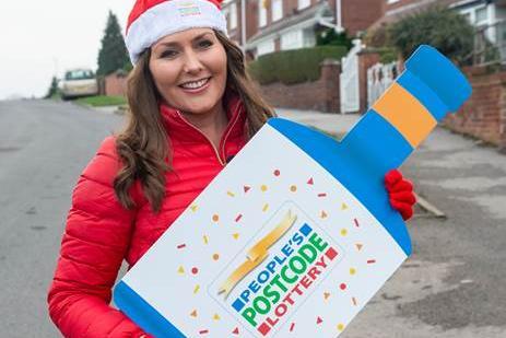 Duta lotere Judie McCourt telah mengirimkan ucapan selamatnya kepada pemenang Sunderland terbaru dari People's Postcode Lottery.