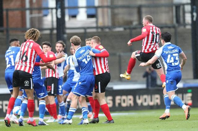 Aiden O'Brien scores Sunderland's winner at Bristol Rovers