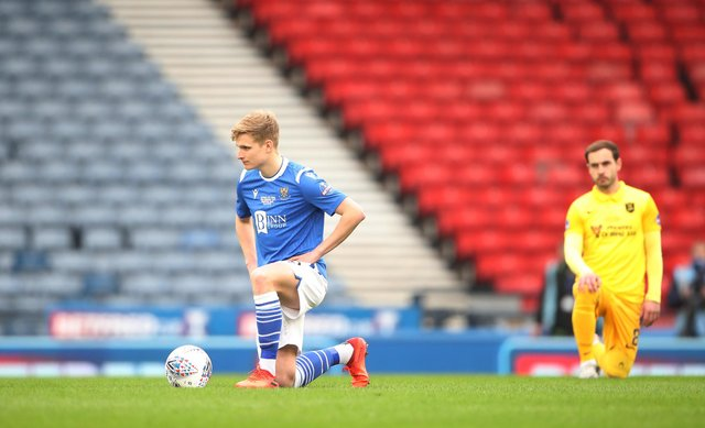 Ali McCann of St Johnstone takes the knee ahead of the Betfred Cup final match between Livingston and St Johnstone at Hampden Park.