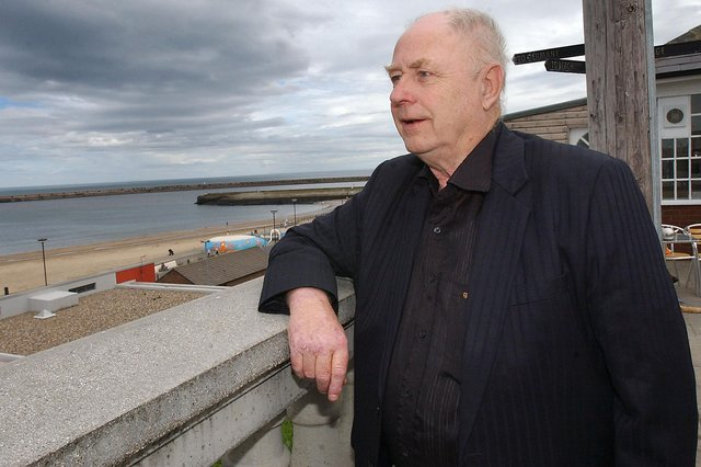 GEORGE REYNOLDS VISITS HIS OLD STOMPING GROUND AT ROKER.