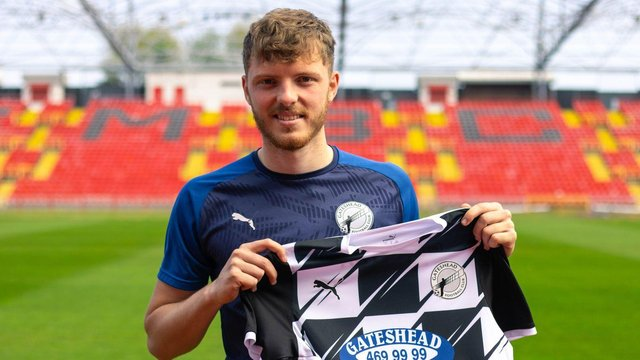 Ex-Newcastle United youngster Kieran Aplin has signed a new contract at National League North side Gateshead.