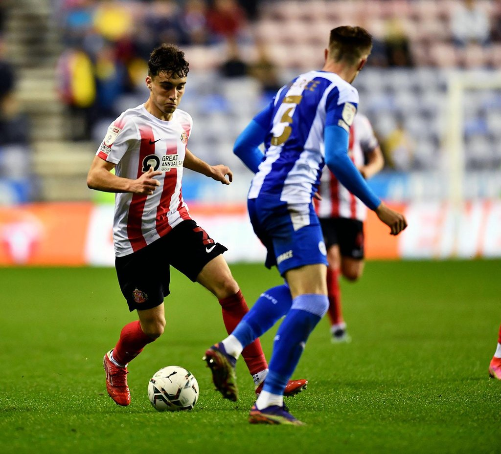 Lee Johnson gives injury update on Niall Huggins after his 'outstanding' Sunderland display