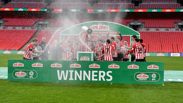 Sunderland players celebrate winning the Papa John's trophy.