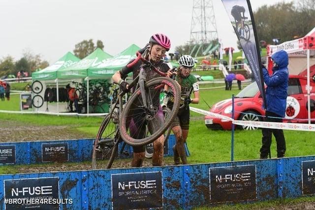 Elizabeth McKinnon, 15, competing in cyclocross