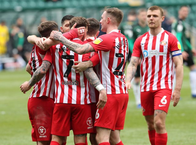 Sunderland players celebrate. Picture by Ian Horrocks.