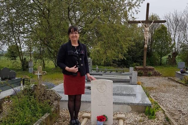 Regine Verguier at the graveside of Private Thomson.