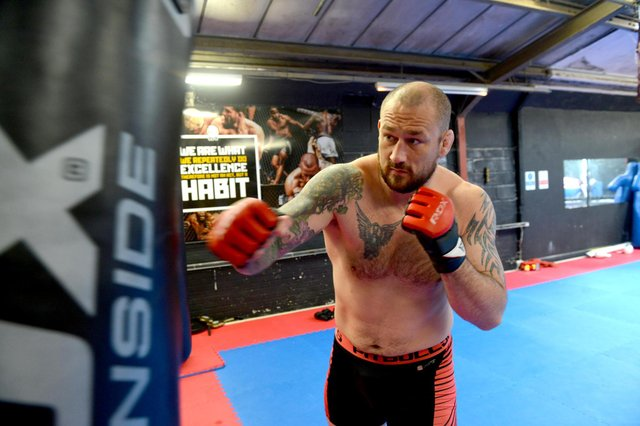 Sunderland MMA heavyweight champion Phil De Fries training ahead of next fight.