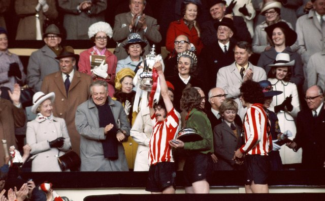 LONDON, UNITED KINGDOM - MAY 05:  Sunderland captain Bobby Kerr lifts the FA Cup after Sunderland had beaten Leeds United 1-0 to win the 1973 FA Cup final at Wembley Stadium on May 5, 1973 in London, England.  (Photo by Don Morley/Allsport/Getty Images)