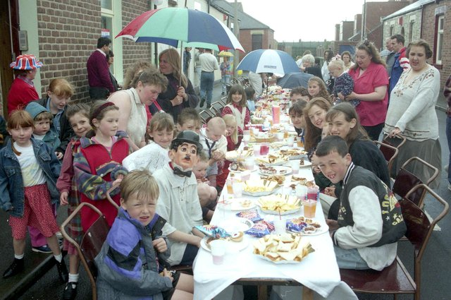 A VE Day anniversary event had the people of Osborne Street out and enjoying the occasion in 1995. Are you pictured?