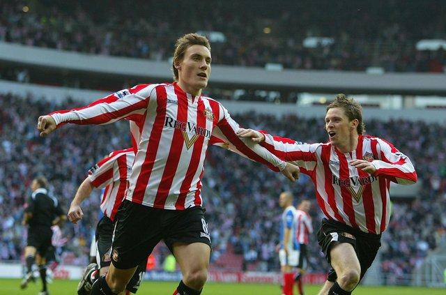 Dean Whitehead of Sunderland celebrates his goal during the Barclays Premiership match agains Portsmouth at the Stadium of Light on October 29, 2005.