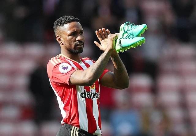 Jermain Defoe applauds the fans at the end of the match during the Premier League match between Sunderland and Swansea City